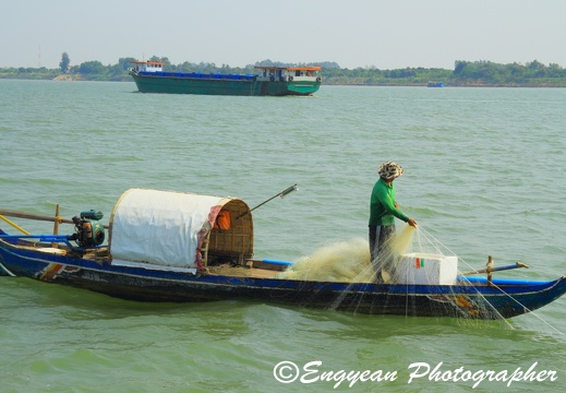 Fishing on the mekong river (3751)