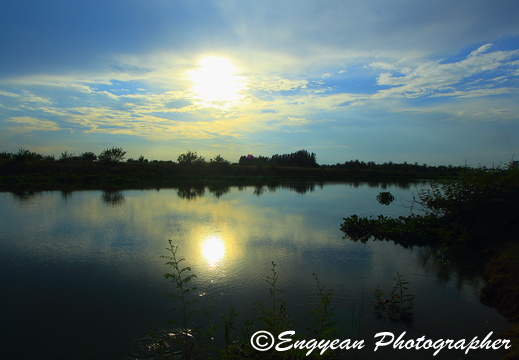 Sun & View Reflection in Pond at Grand Phnom Penh (4716)